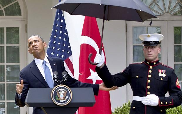 Obama-under-umbrella