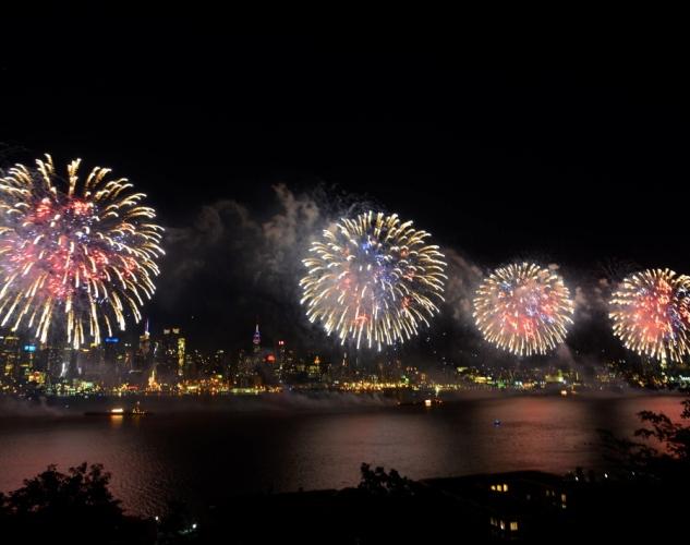 happy-fourth-july-fireworks-hudson-river