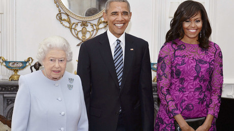 Obama next to Queen